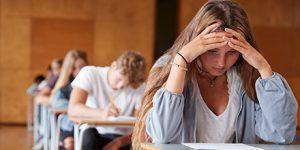 Studenten examenzaal denken